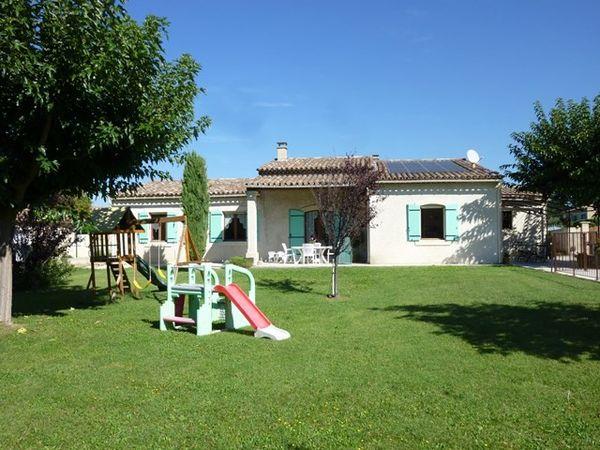 Vente les taillades villa de plain pied de construction traditionnelle grand jardin piscine et - Les jardins de provence 77 ...
