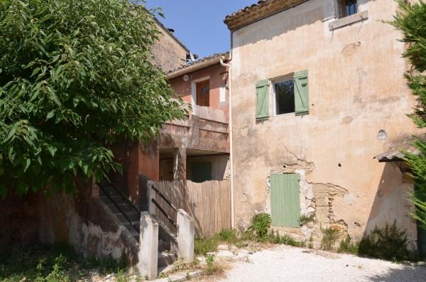 Mas provencal avec grand jardin et piscine r nover for Mas a renover provence