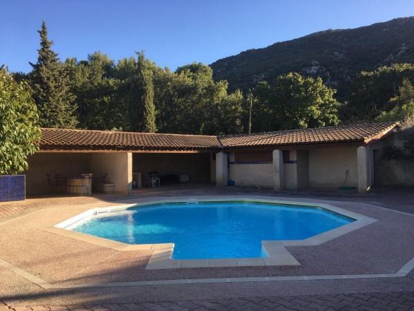 Maison  Maubec avec 5 chambres grand jardin avec piscine et vue Luberon