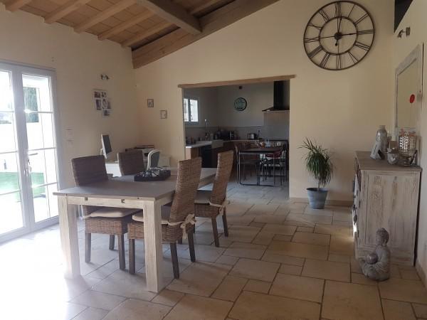 A vendre à Cabrières d'Avignon maison moderne 4 chambres piscine et garage